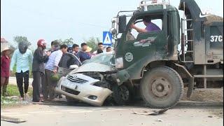 Phóng viên đang phỏng vấn, tai nạn giao thông xảy ra trước ống kính