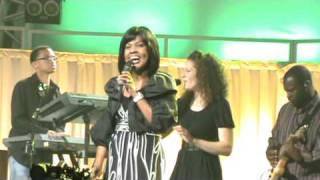 "CeCe Winans Performs ""Waging War"" Live @ the Queensway Cathedral, Toronto, ON - 09/04/09"