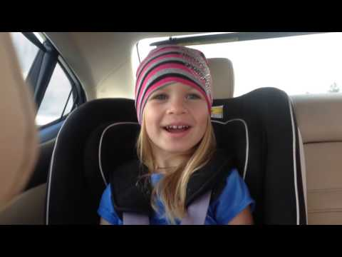 Хоп, Хоп, Хероина. Дочка поет любимую песню.