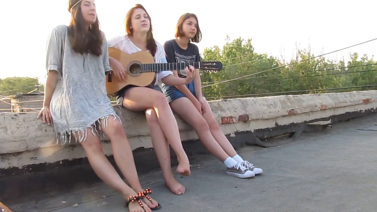 Barefoot Girl Plays Guitar And Sings On Roof Read Desc Please