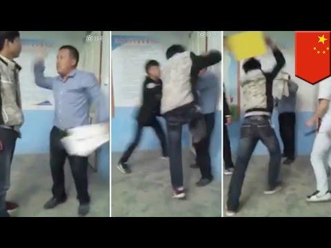 เด็กนักเรียนรุมครูสอนอังกฤษ ปฏิเสธไม่ให้ครูเก็บกระดาษข้อสอบ