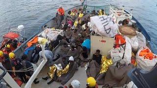Rettungseinsatz im Mittelmeer - Italien verweigert Einfahrt in sicheren Hafen