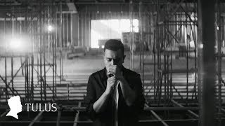 Video TULUS - Langit Abu-Abu (Official Music Video) download MP3, 3GP, MP4, WEBM, AVI, FLV Oktober 2018