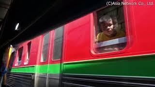 タイ国鉄メークローン線【目の前を通過する列車】(メークローン)