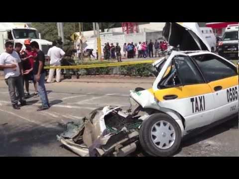 Fuerte Accidente A La Altura De La Pochota Ocasionado Por Un Trailer Que Se Queda Sin Frenos Youtube