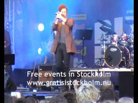 Erik Hassle - Standing where you left me - Live at RIX FM-Festivalen 2010, Stockholm, 1(2)