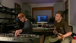 Quarantine Zaug - Kev Kav Tshuaj tiv thaiv saw (feat. Jordan Rakei)