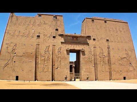 Edfu temple, Egypt / Edfu templo de Horus, Egipto / Egyptian falcon god / turismo visit travel tour