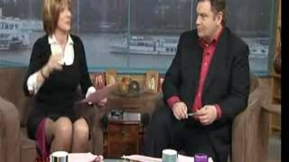 Repeat youtube video ruth langsford showing leg
