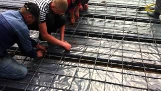 Вязка арматуры, армирование плиты перекрытия(Вязка арматуры для монолитной плиты перекрытия. Больше о строительстве и наших объектах http://karkasy.com.ua/, 2014-11-27T22:34:46.000Z)