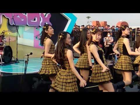 Jkt48 Eien Pressure at inbox Pakansari Bogor (12-11-2017) [FansCam]