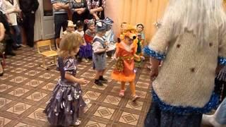 новогодний танец малышей
