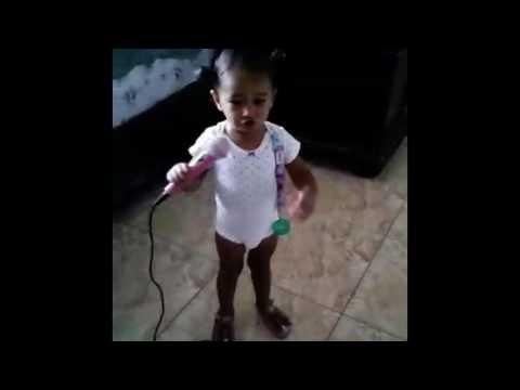 INCREIBLE bebe de tan solo 1 año cantando Despacito Luis Fonsi