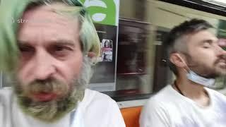 Добро пожаловать на музыкальный стрим в столичное метро Бухгалтер анонсирует выступление друга