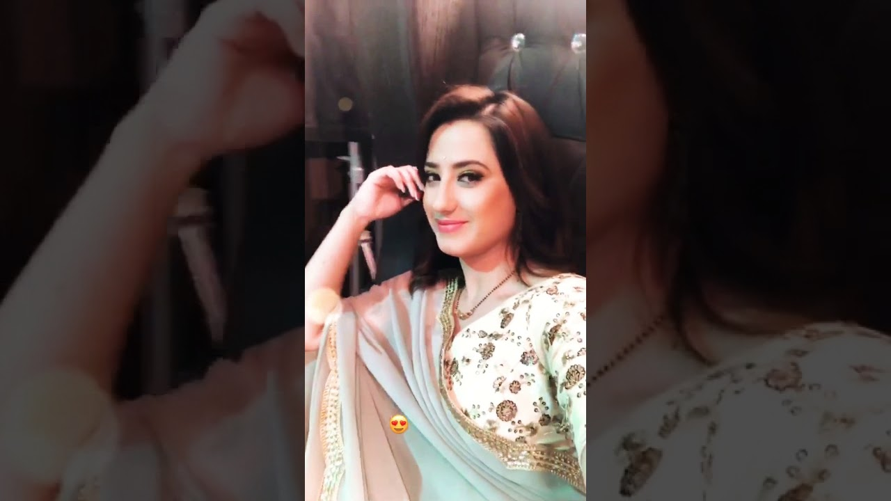 Aalisha Panwar instagram video story    on the set of Ishq maine marjava   