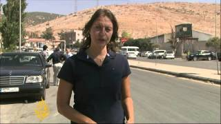 Syrians flee to Lebanon as strike threat looms