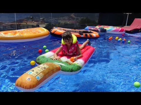Lina İle Havuz Keyfi Vlog! Prenses Lina