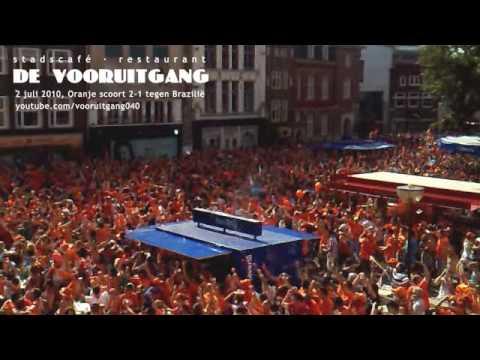 Nederland verslaat Brazilië (Sneijder 2-1 + fluitsignaal) De Vooruitgang, Markt 11 in Eindhoven