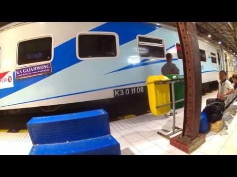 Train Gajahwong Yogyakarta-Jakarta Stop @ Purwokerto Train Station