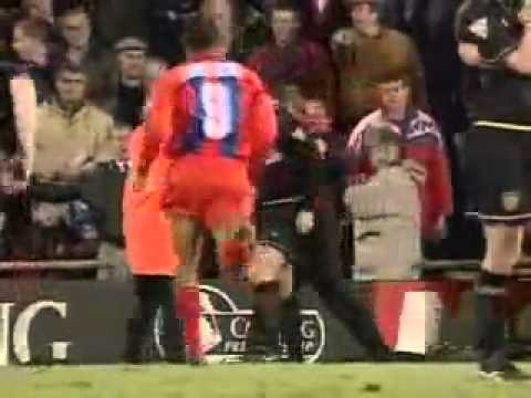 footballer Eric Cantona fights insulting Hooligan