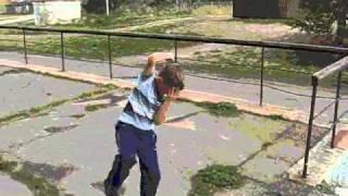 Отжиг тектоника(Это видео о простом парнишке (собственно говоря это мой брат) который без ума любит направление в танце..., 2011-02-26T06:19:50.000Z)