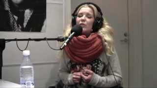 KATO-RADIO: Suvi Aalto - Sama nainen (Livenä KATO-RADIO:n lähetyksessä 18.4.2013)