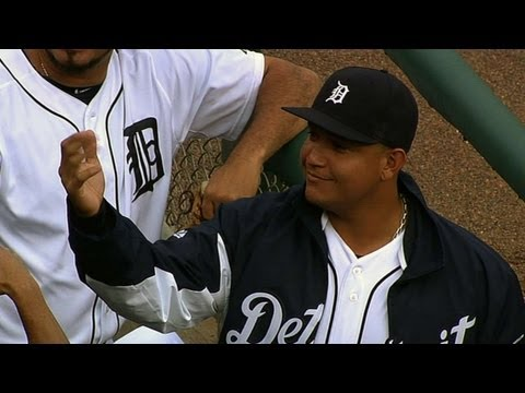 Miggy loses glove in stands, fan returns it