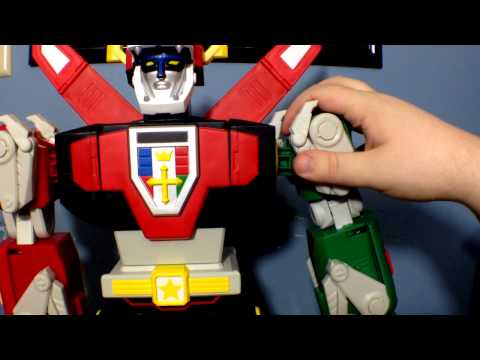 """Matty Collector's 23"""" Voltron: Forming Voltron and Review of the big guy himself"""