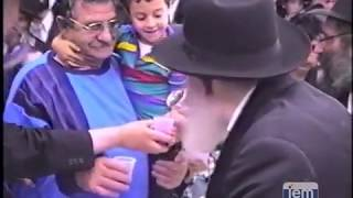 Highlights from 770: The Lubavitcher Rebbe Greets Thousands after Rosh Hashana