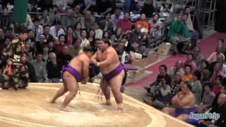 福岡出身の松鳳山 vs 長崎出身の佐田の富士の取組。