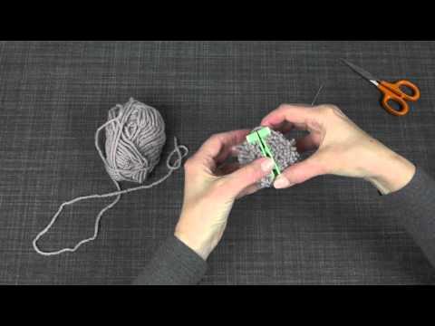 Making pompoms using a pompom maker