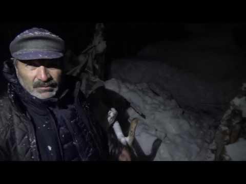 Kar'da mahsur Kalan anne kız kurtarıldı
