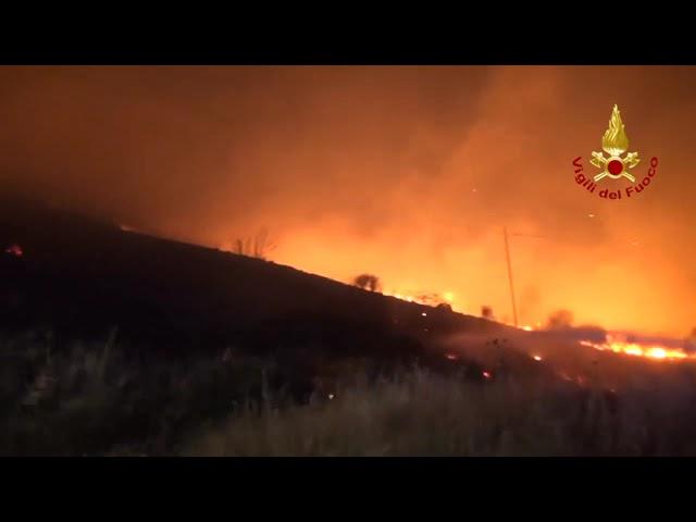 La Sicilia brucia: incendi nel catanese e palermitano [STUDIO 98]