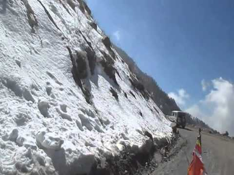 Sikkim's Best Honeymoon spot for newly married couple_Wonderfull View of snowfall