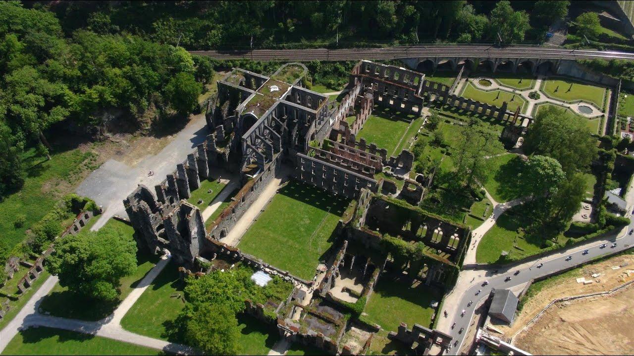 Prises de vue a riennes par drone de l 39 abbaye de villers for Bruxelles piscine