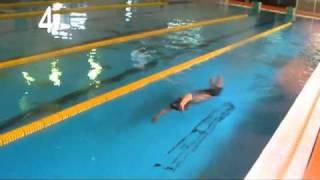 Repeat youtube video 7ストロークで25mを泳ぐ