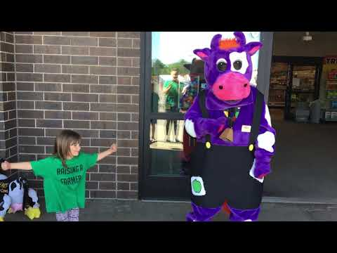 Raising A Farmer~ Dairy Day At Coborns~ Dance Off With MooBelle