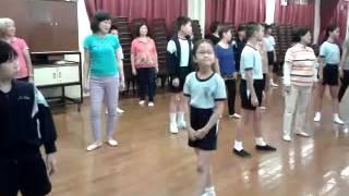 「長幼共融健體中國舞班」的課堂練習