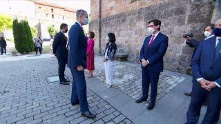 El Rey Felipe VI saluda a los presidentes autonómicos