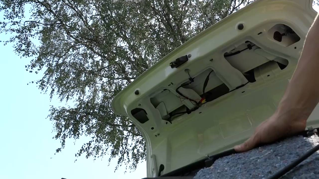 volkswagen polo sedan.как снять обшивку в багажнике