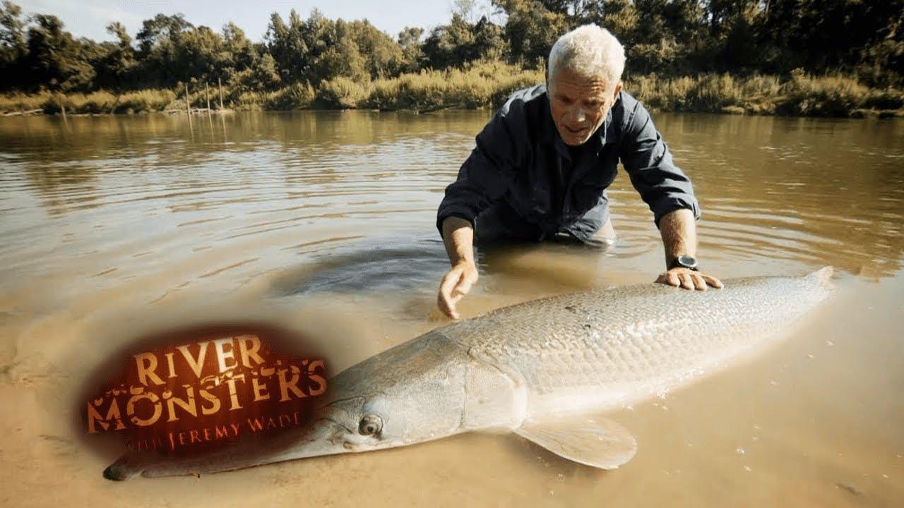 Reeling in A HUGE Alligator Gar   ALLIGATOR GAR   River Monsters