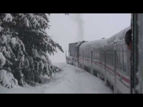 Very rare - EMD GT22HW (HŽ 2044 029) struggles to get the train moving uphill due to frozen sanders
