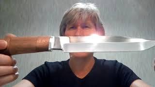 Большой нож Медведь от ООО Русский Нож - прекрасный подарок. В эпизодах обзора ножи Волк и Грибник