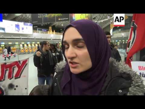 Protest as Germany deports Afghan refugees