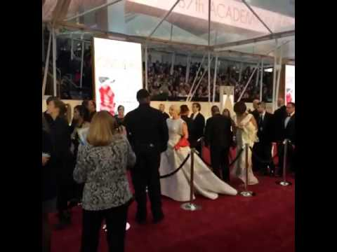 Lady Gaga at Oscar 2015 ! Oprah ? Running away ?