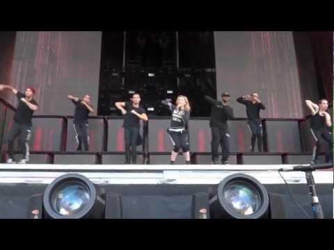 Madonna - Girl Gone Wild (MDNA Tour Rehearsal)