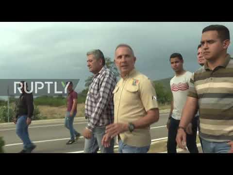 Venezuela: Armed forces sent to guard blocked Colombia border bridge