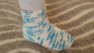 Носки спицами простой способ. Носки для ребенка 2-3 года.