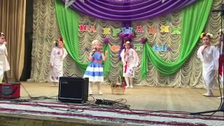 """Яна Соколова, участница шоу """"Лучше всех"""", исполняет """"Волшебное лукошко"""""""