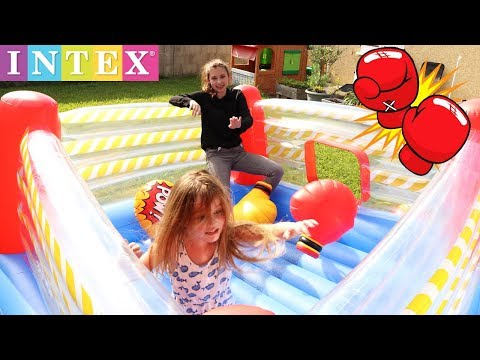 FIGHT ! Les Filles S'affrontent Sur Un Ring De Boxe Gonflable ! Aire De Jeu INTEX - Outdoor